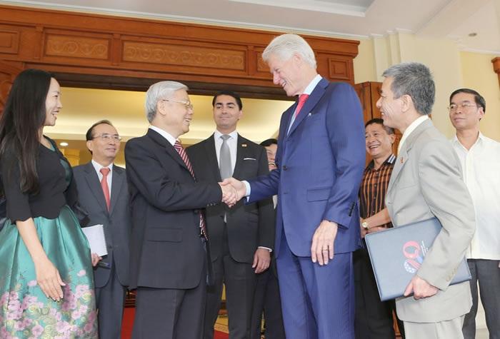 Tổng Bí thư Nguyễn Phú Trọng tiếp nguyên Tổng thống Hoa Kỳ Bill Clinton chiều ngày 2/7 (Ảnh: TTXVN)