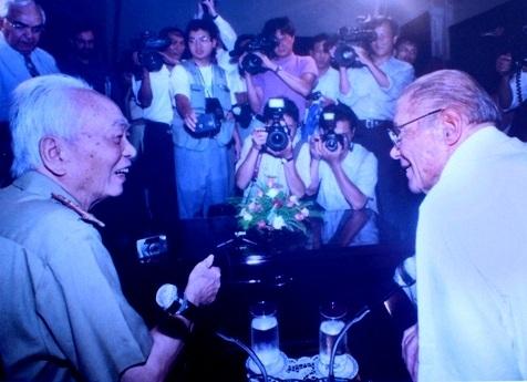 Hai người lính, Tp. Hồ Chí Minh (7/2006) (Ảnh: Huỳnh Trí Dũng)