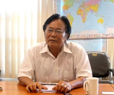 Chủ tịch Hội Việt-Mỹ, ông Nguyễn Tâm Chiến, trả lời phỏng vấn phóng viên