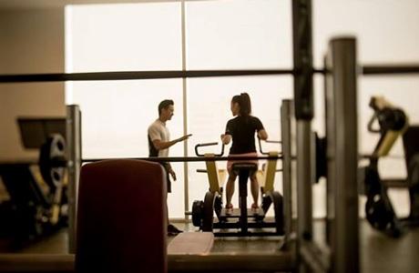 Phòng tập Gym với huấn luyện viên cá nhân