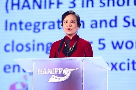 Bà Ngô Phương Lan phát biểu khai mạc Lễ trao giải