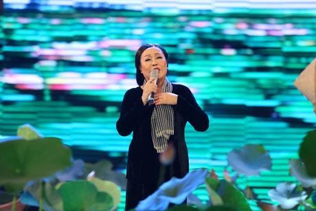 NSND Thu Hiền thể hiện ca khúc Những cô gái đồng bằng Sông Cửu Long