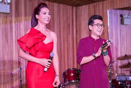 Nhiều nghệ sĩ tham dự bữa tiệc mừng giáng sinh và năm mới của cựu người mẫu Thúy Hạnh và Thành Lộc