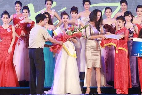 Nguyễn Linh Phương giành giải Người đẹp Thể thao