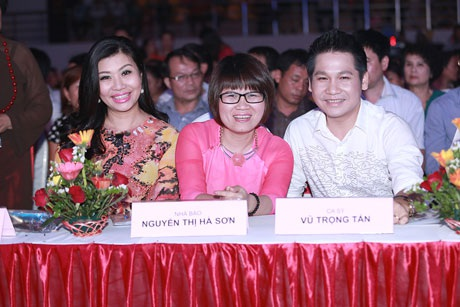 NTK Anh Thư, nhà báo Hà Sơn, ca sĩ Trọng Tấn cùng ngồi ghế BGK