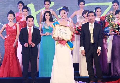 Người đẹp Khánh Huyền giành vương miện Người đẹp xứ Thanh 2014