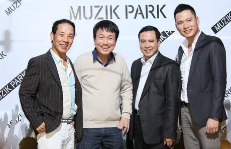 Nhạc sĩ Phú Quang đến chia vui