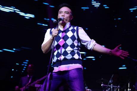 Ca sĩ Tô Minh Thắng hát theo yêu cầu ca khúc gắn với tên tuổi Radio buồn