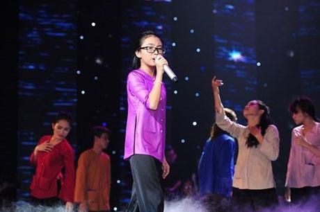 Phương Mỹ Chi biểu diễn Quê em mùa nước lũ tháng 3 tại Bài hát yêu thích
