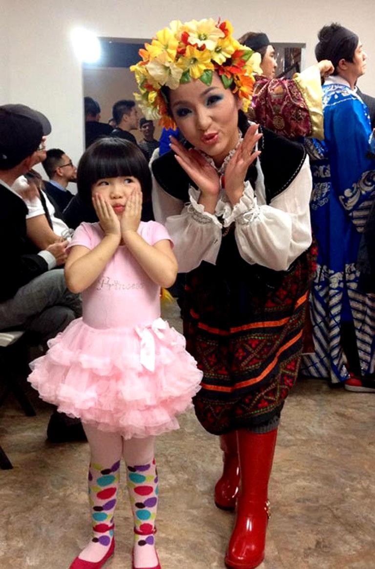 Thúy Nga đón Tết con dê cùng con gái tại Mỹ