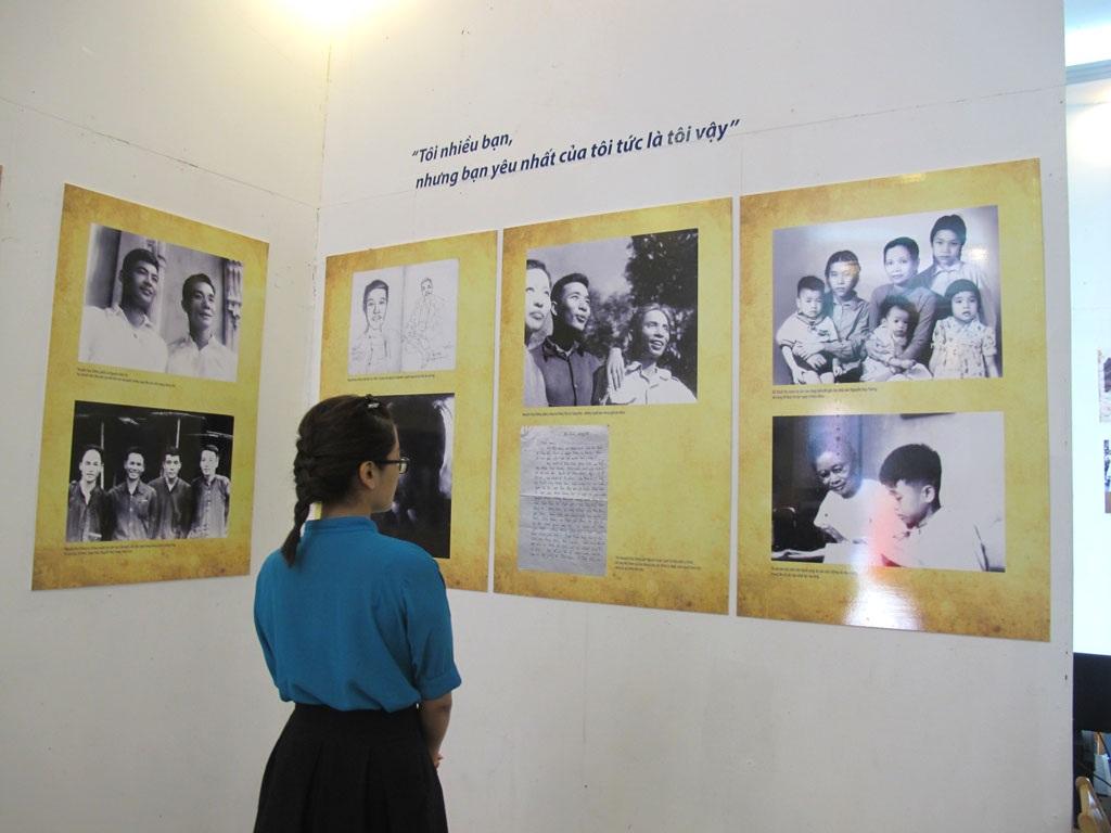 Một số tác phẩm, hình ảnh và tư liệu về cố nhà văn được trưng bày tại triển lãm