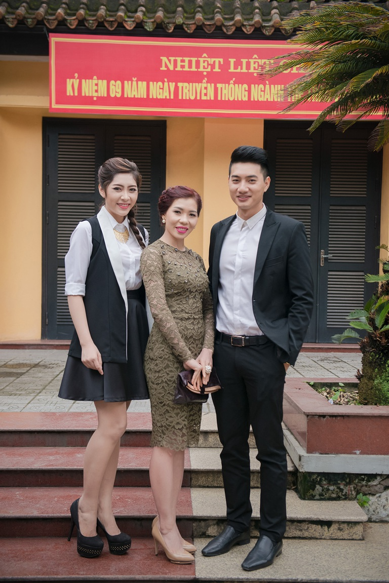 3 Đại sứ chụp ảnh kỷ niệm