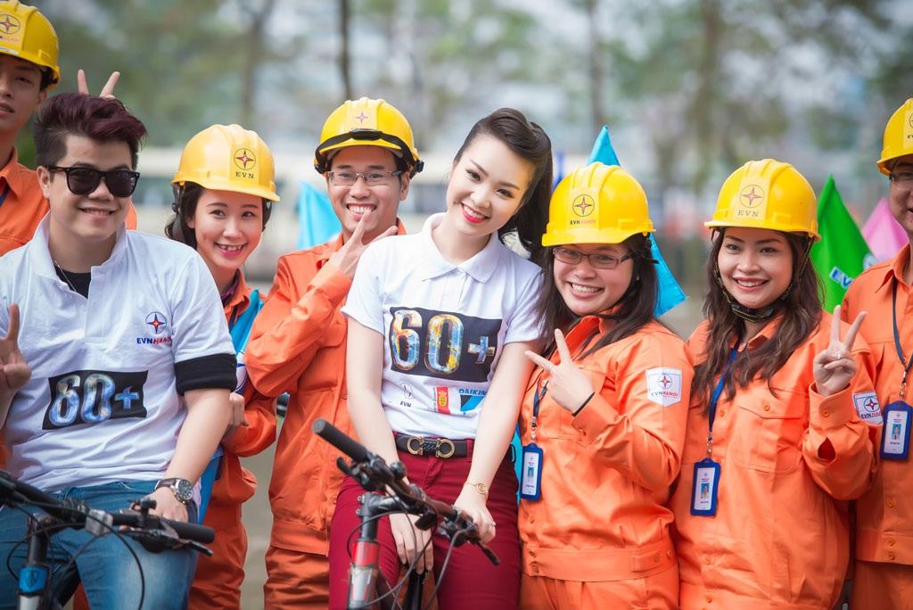 Một số hình ảnh đẹp của Á hậu Thụy Vân và ca sĩ Đinh Mạnh Ninh tại sự kiện sáng ngày 16/3