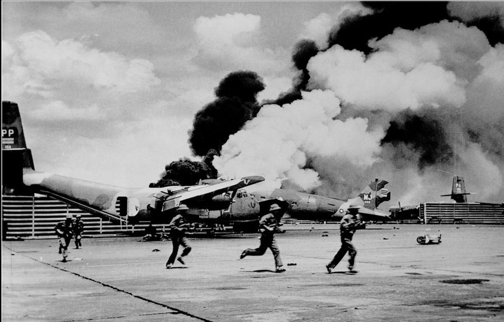 Quân đoàn 3 truy kích địch trong sân bay Tân Sơn Nhất