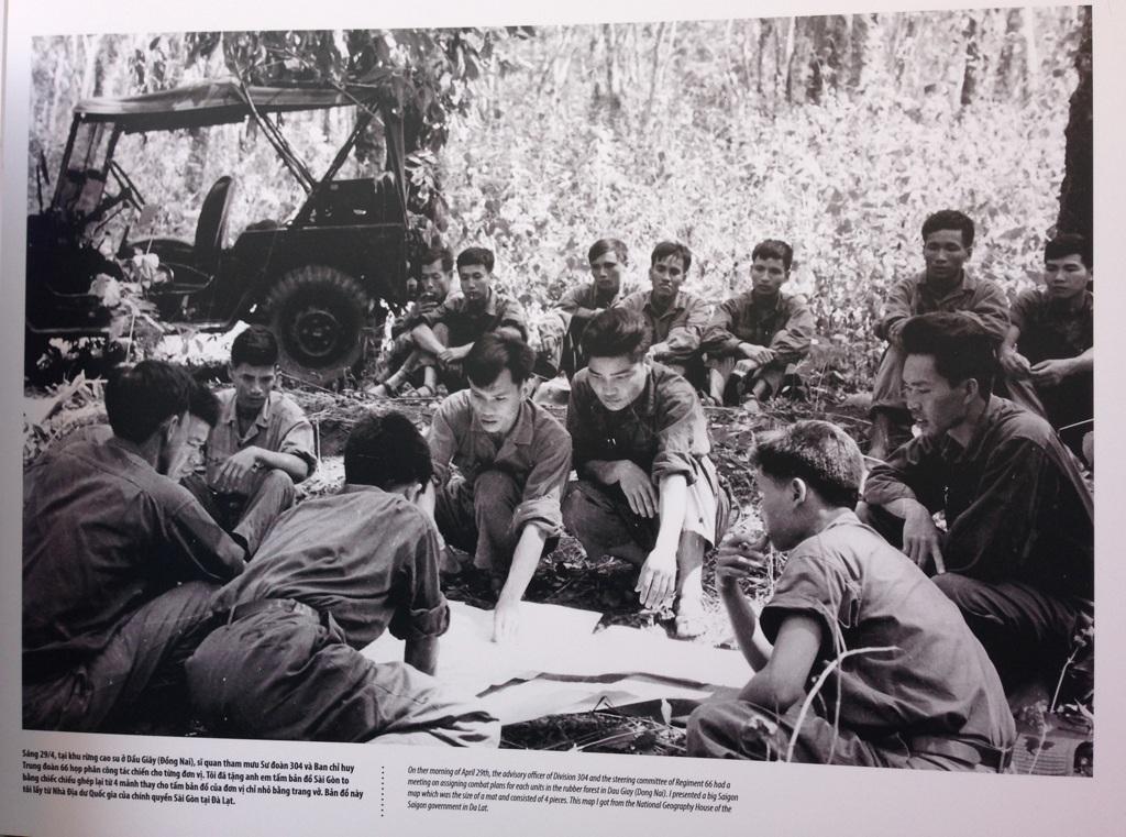 Trung tướng Phạm Xuân Thệ trong bức ảnh lịch sử do nhiếp ảnh Đinh Quang Thành chụp sáng 29/4/75.