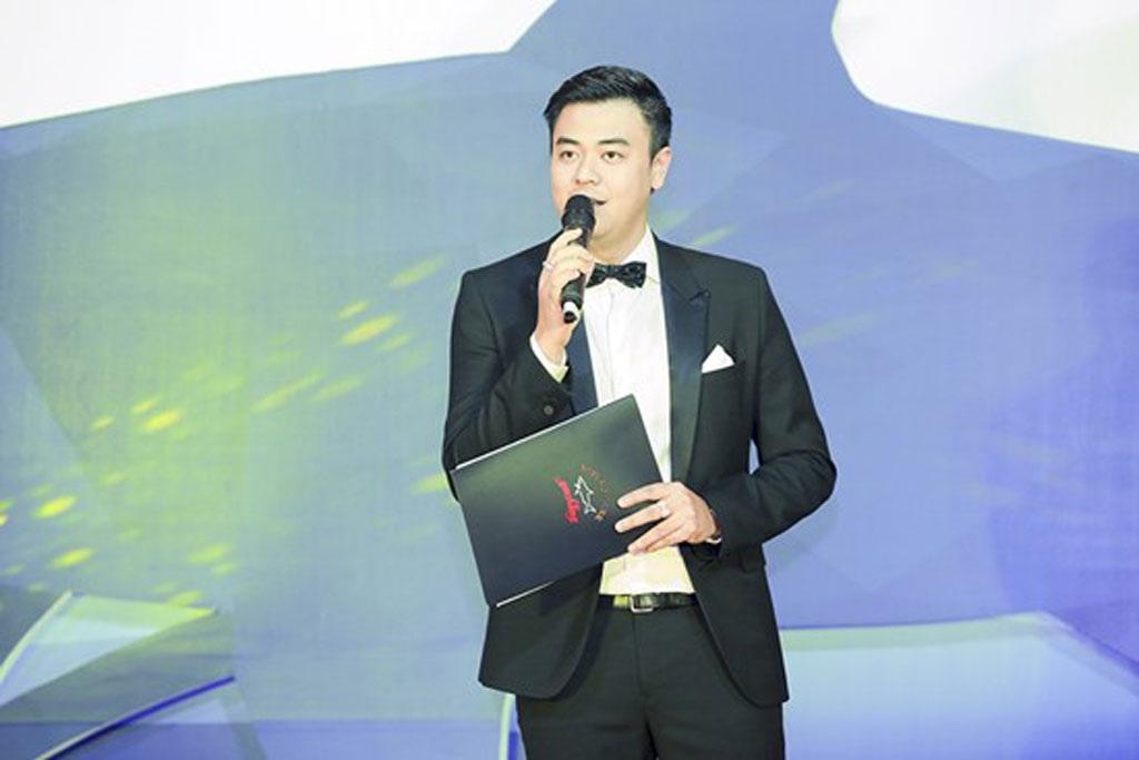 MC Tuấn Tú dẫn chương trình cho sự kiện này.