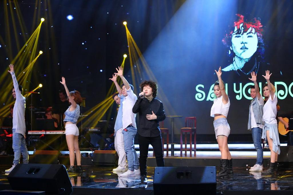 Kyo York biểu diễn ca khúc <i style=mso-bidi-font-style: normal>Quê hương