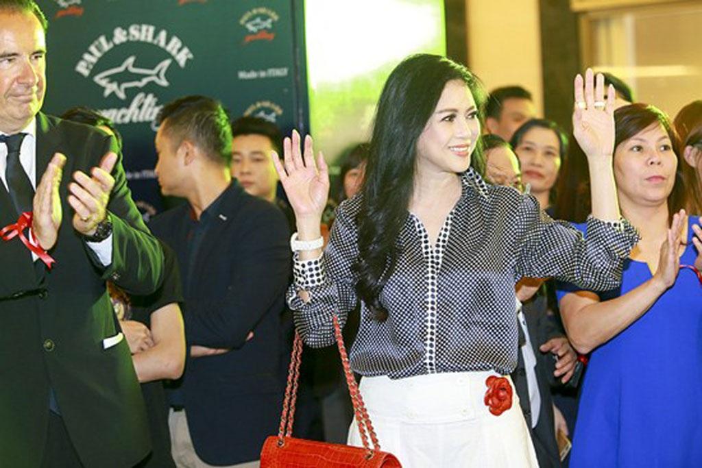 Vẻ đẹp thu hút của mẹ chồng Tăng Thanh Hà khiến nhiều người trầm trồ