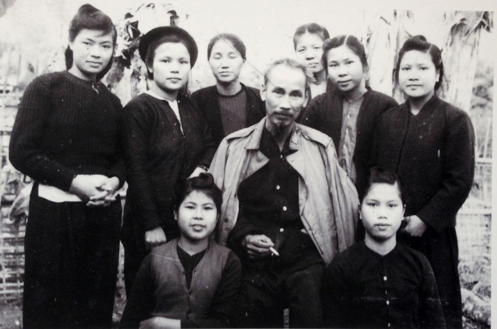 Tình cảm sâu nặng Bác Hồ dành cho phụ nữ Việt Nam