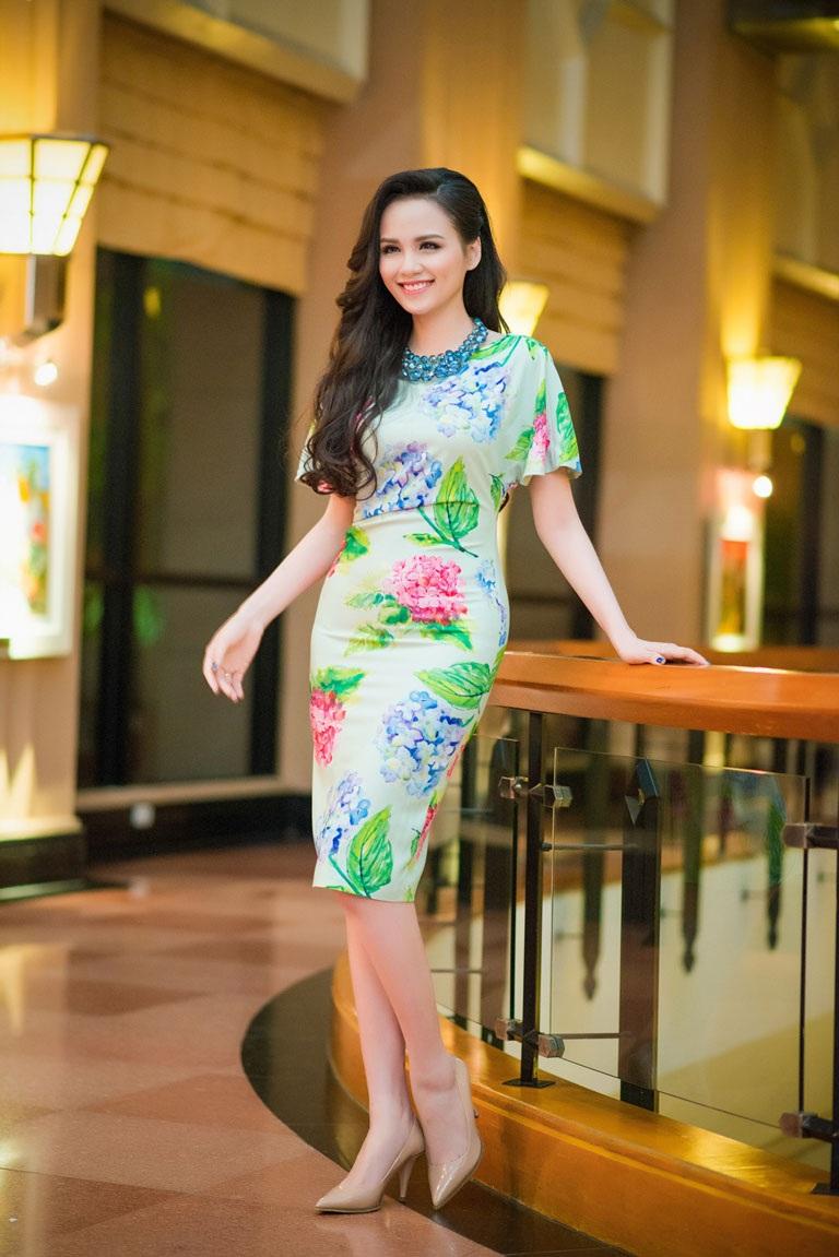 Hoa hậu Diễm Hương tham dự sự kiện tối 3/5 tại Hà Nội sau khi sinh con trai đầu lòng