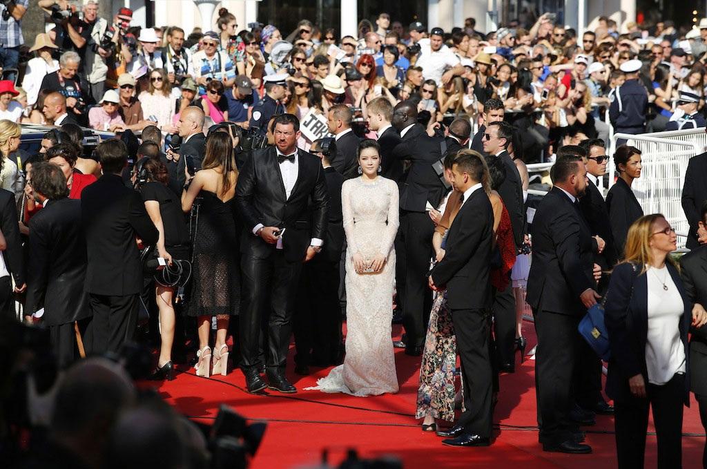 Lý Nhã Kỳ với phong cách tiểu thư trong ngày thứ 4 tại LHP Cannes