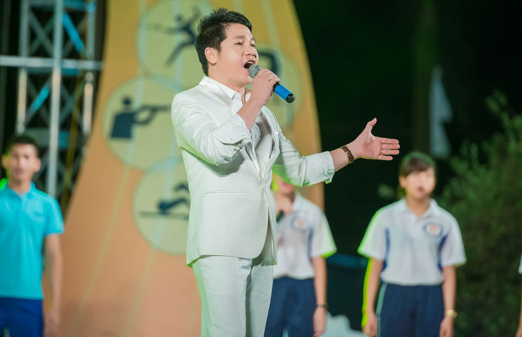 Biểu diễn tại sự kiện còn có ca sĩ Trọng Tấn