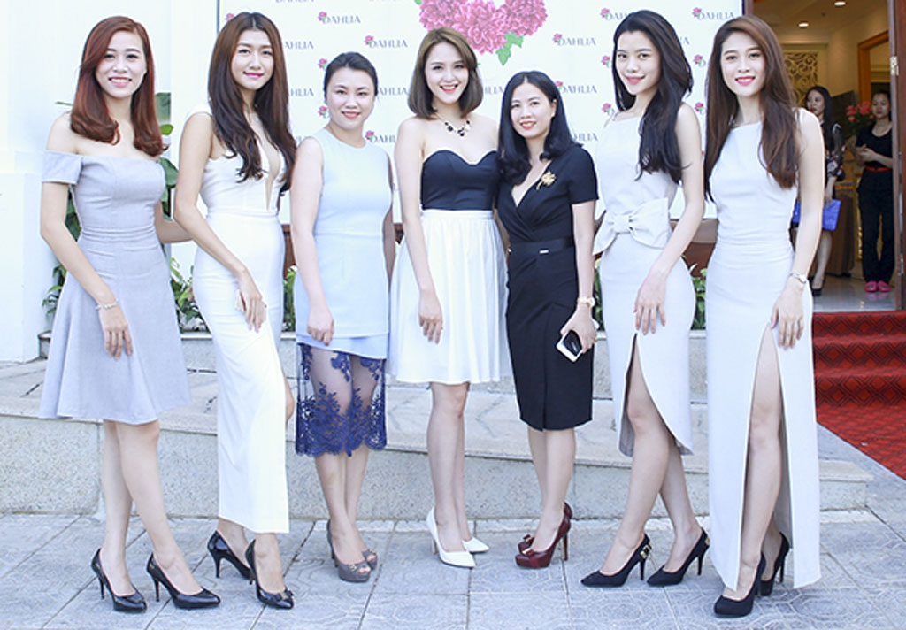 Nhiều người mẫu và khách mời tham dự sự kiện này