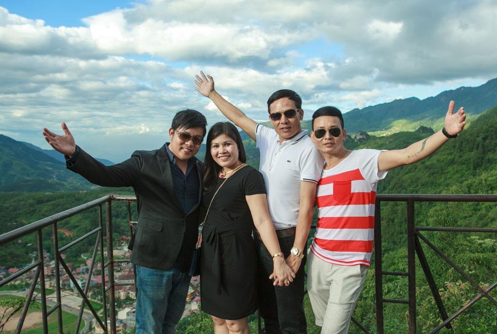 Hai nam ca sĩ được vợ chồng đại gia Lào Cai Vũ Phương Nga tài trợ cho album mới