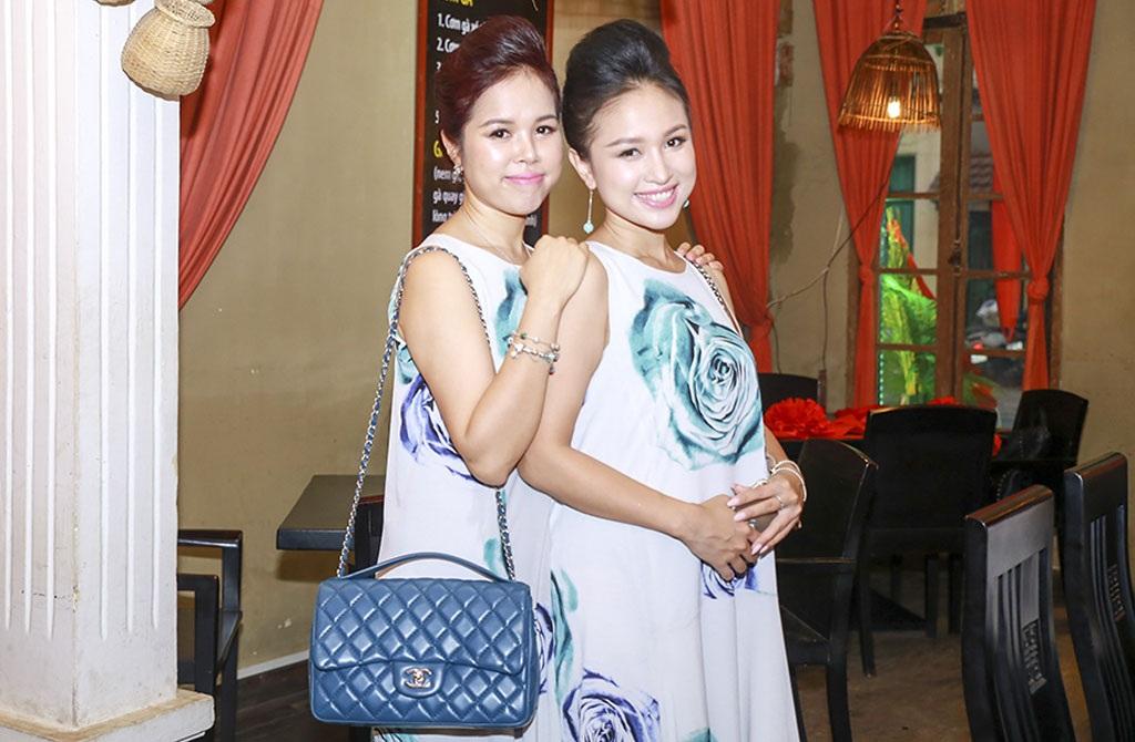 Chị gái Vân Hugo mặc váy ton sur ton như nữ MC
