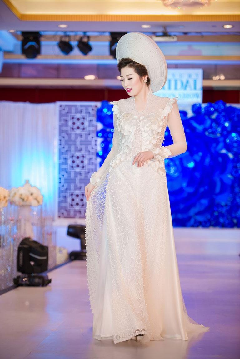 Một số người đẹp khác trình diễn trong chương trình triển lãm cưới