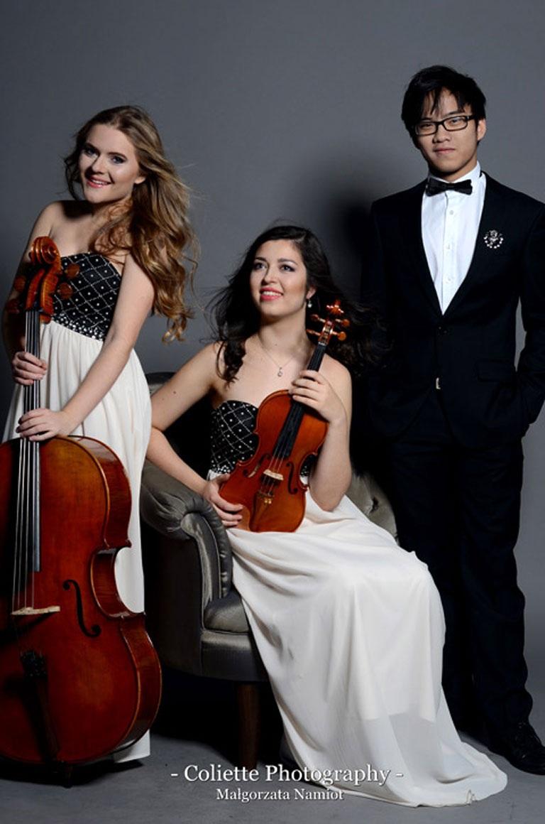 Từ trái sang: Magdalena, Sylwia Anna và Nguyễn Việt Trung