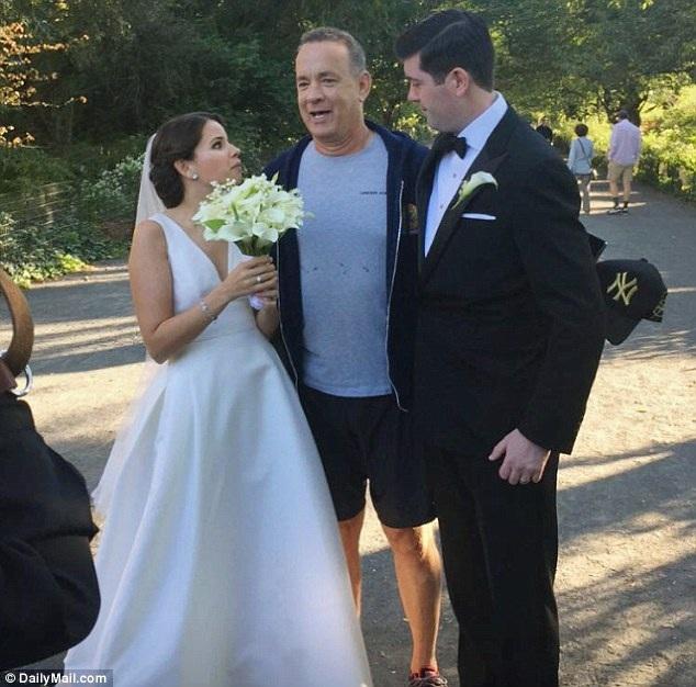 Cặp đôi đã mời Tom Hanks tới dự tiệc cưới diễn ra sau đó, nhưng Tom Hanks đã khéo léo từ chối với lý do rằng ông đã có những kế hoạch khác không hoãn lại được.
