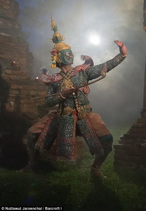 Vũ điệu Khon khởi nguồn từ Ấn Độ, lấy cảm hứng từ sử thi Ramayana.