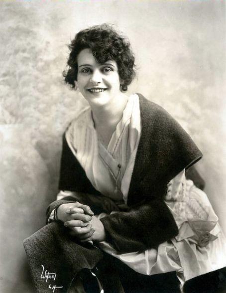 Chuyện về nữ diễn viên phim hành động đầu tiên trong lịch sử - 4