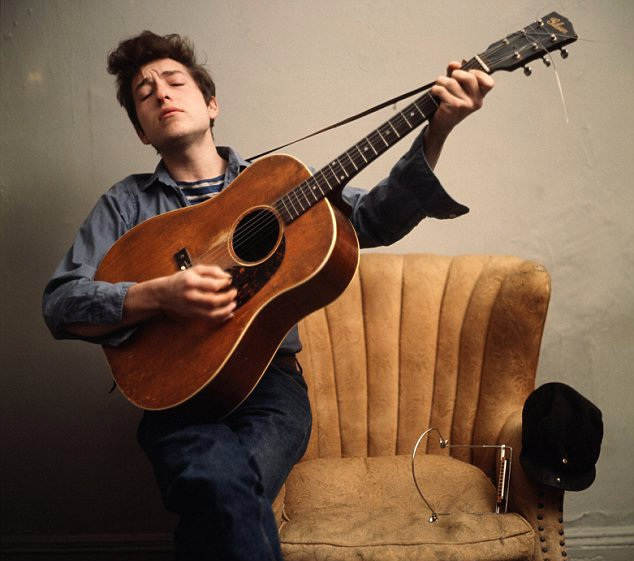 """Bob Dylan """"không buồn quan tâm"""" tới giải Nobel Văn học - 3"""