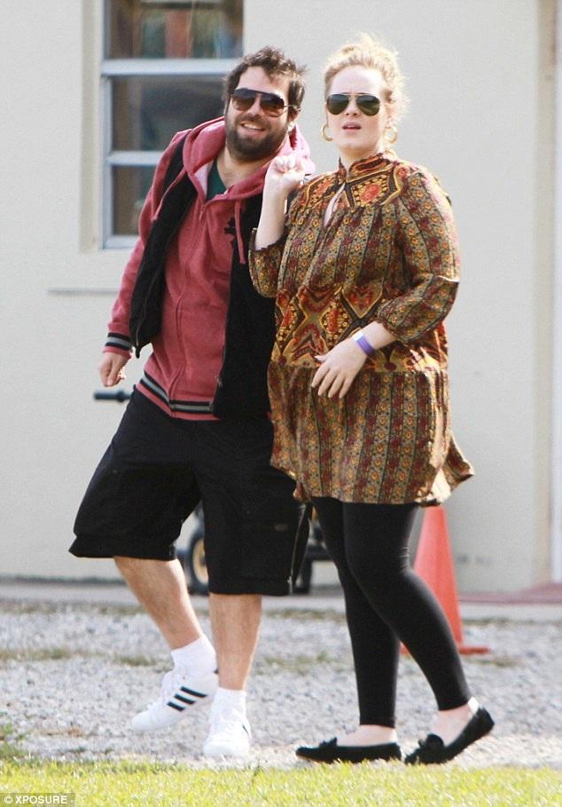 Người hâm mộ đã rất vui mừng khi được thấy Adele hạnh phúc bên người bạn trai gắn bó lâu năm và hiện giờ, cô đã có một gia đình nhỏ. Sau tất cả những thăng trầm trong tình cảm, dường như Adele đã tìm được một bến đỗ. Dù vậy, cô cũng cho biết rằng sau khi sinh con, cô từng bị trầm cảm.