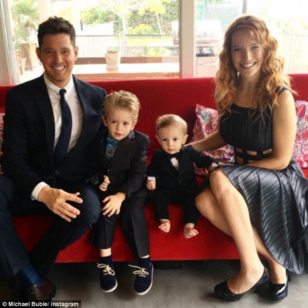 Cậu con trai lớn của nam ca sĩ Michael Buble - Noah (3 tuổi) - vừa bị chẩn đoán mắc bệnh ung thư.