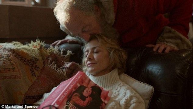Sau nhiệm vụ bí mật, bà đã kịp về nhà trước khi ông già Noel trở về vào buổi sáng ngày Giáng sinh.