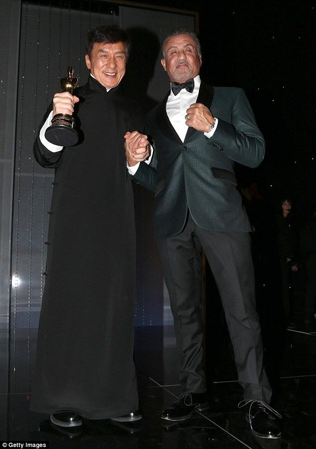 Thành Long và Sylvester Stallone cùng xuất hiện trên sân khấu và tạo nên một khoảnh khắc đáng nhớ cho sự kiện.