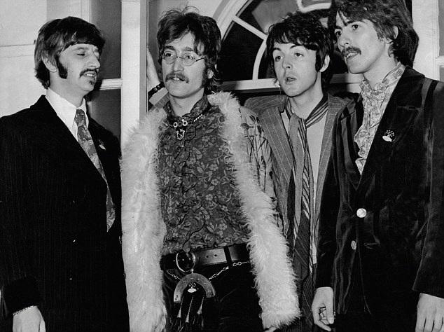 Lá thư có nhiều lời giận dữ của John Lennon gửi tới cho vợ chồng Paul McCartney sắp được đem ra đấu giá tại Mỹ. Ảnh: Ban nhạc The Beatles, từ trái sang phải - Ringo Starr, John Lennon, Paul McCartney và George Harrison.