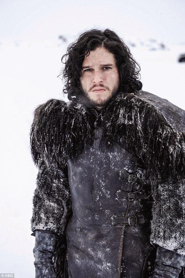 Jon Snow cũng đã sống lại trong phần 6 khiến các fan hâm mộ loạt phim có nhiều đoán định khác nhau về vai trò, vị trí và tương lai của hai nhân vật chính yếu cũng đồng thời là cô cháu của nhau - Jon Snow và Daenerys Targaryen.