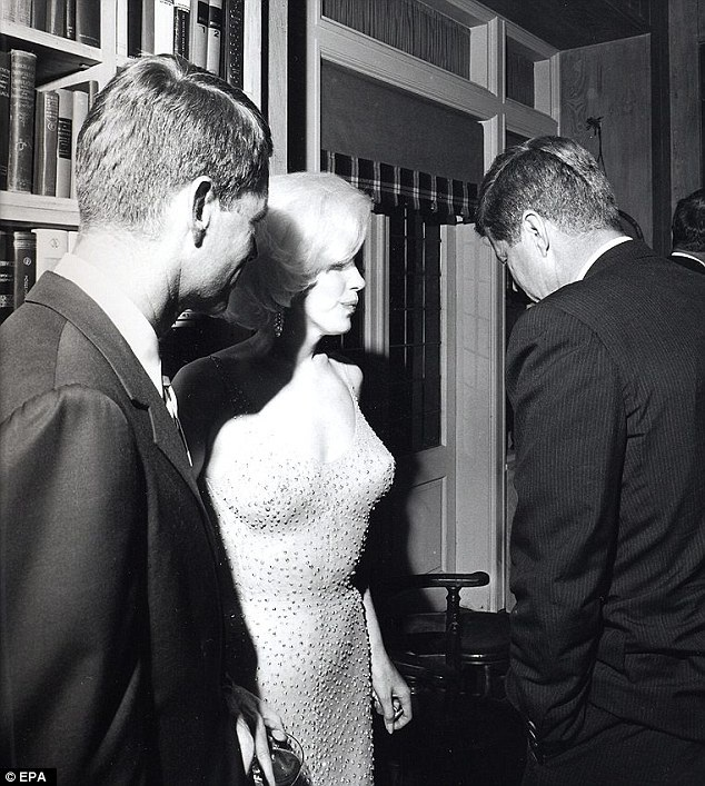 Hiện tại chiếc váy gợi cảm này đã được một chuỗi bảo tàng có tiếng tại Mỹ mua lại. Chiếc váy này gắn liền với sự kiện đáng nhớ trong cuộc đời của một nhân vật nổi bật trong nền văn hóa đại chúng Mỹ.