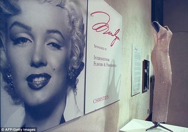 Chiếc váy biểu trưng cho một khoảnh khắc đáng nhớ nhất trong cuộc đời Marilyn Monroe - một nhan sắc đã đi vào văn hóa đại chúng.