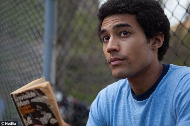 Nhân vật cậu thanh niên Barry do nam diễn viên người Úc Devon Terrell thủ vai.