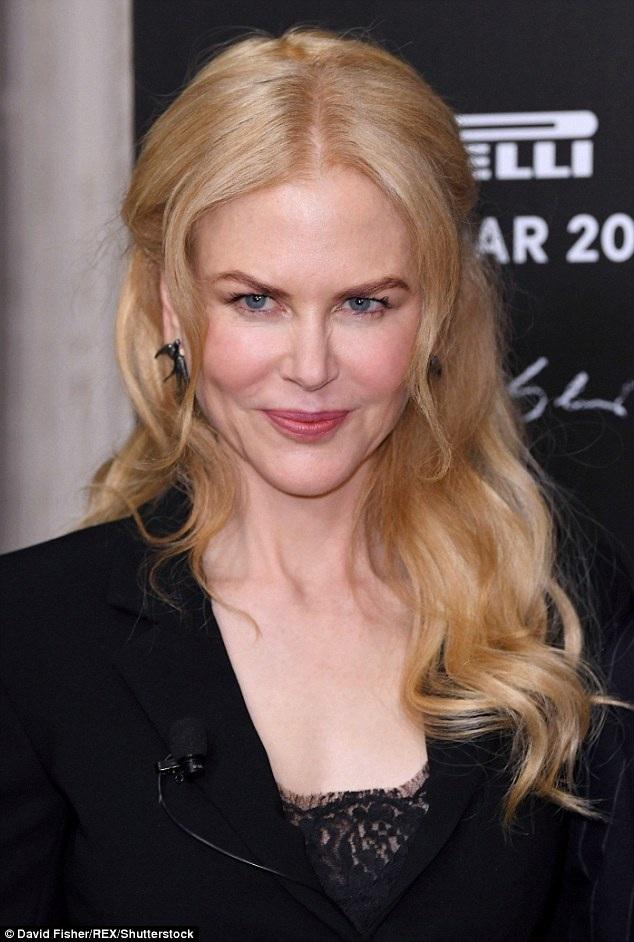 """Nữ diễn viên Nicole Kidman chia sẻ cô dành tặng bộ phim mới nhất mà mình tham gia - bộ phim """"Lion"""" - cho hai người con nuôi mà cô từng đón nhận khi còn đang trong cuộc hôn nhân với nam tài tử Tom Cruise."""