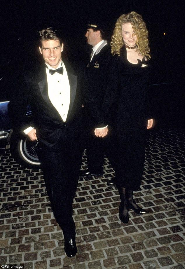 Sau khi cặp đôi Nicole Kidman - Tom Cruise chia tay, hai người con nuôi Isabella và Connor lựa chọn gắn bó với cha nuôi Tom Cruise - người chu cấp về mặt tài chính cho cuộc sống của họ trong những năm tháng chưa trưởng thành. Dù vậy, ngay cả với cha nuôi, cũng có rất ít hình ảnh được hé lộ về mối quan hệ giữa đôi bên.