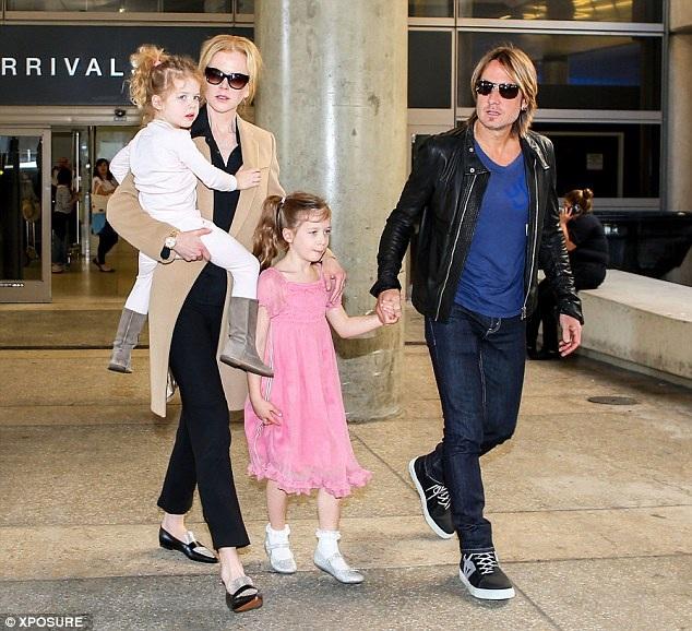 Nicole Kidman giờ đã có cuộc hôn nhân thứ hai với nam ca sĩ người Úc Keith Urban. Cuộc hôn nhân đã kéo dài 10 năm và họ đã có hai cô con gái xinh xắn.
