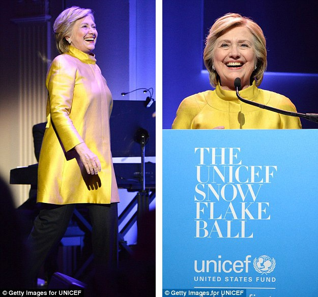 """Bà Hillary Clinton gây bất ngờ lớn khi xuất hiện tại sự kiện tôn vinh những đóng góp thiện nguyện của nữ ca sĩ """"tắc kè hoa"""" Katy Perry."""