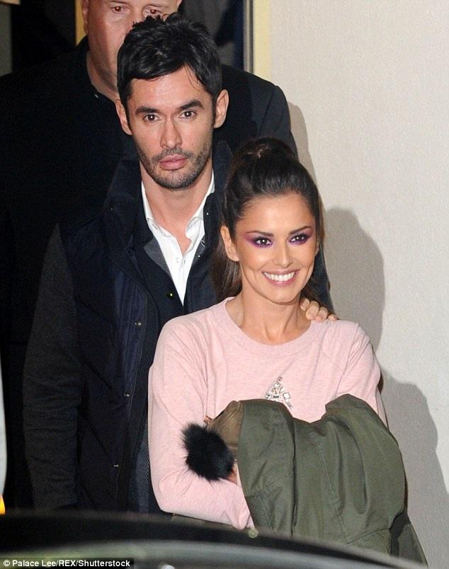 Cheryl và người chồng thứ hai - một doanh nhân người Pháp đã ly thân hồi tháng 8 năm ngoái, nữ ca sĩ chủ động đệ đơn xin ly hôn hồi tháng 12.