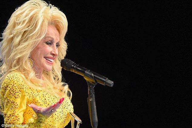 Nữ ca sĩ huyền thoại của dòng nhạc đồng quê Mỹ - Dolly Parton - vừa gây sửng sốt với truyền thông và công chúng Mỹ khi bà cam kết hỗ trợ 6.000 đô cho mỗi gia đình bị mất nhà trong loạt trận cháy rừng nghiêm trọng vừa xảy ra ở bang Tennessee, Mỹ.